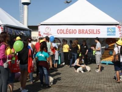 Tenda do Colégio Brasilis atraiu o público no Festcão
