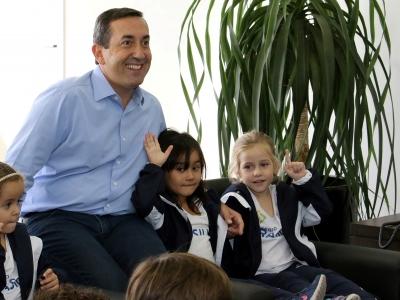 Crianças fazem visita ao prefeito Marcus Melo