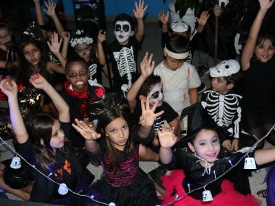 Colégio Brasilis no clima de terror do Halloween