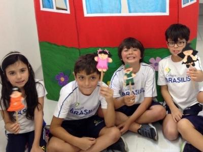 Crianças desenvolvem teatro de fantoches