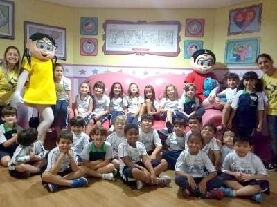 Alunos do Colégio Brasilis visitam o Parque da Mônica