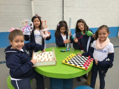 Sustentabilidade: alunos produzem brinquedos com materiais reciclados