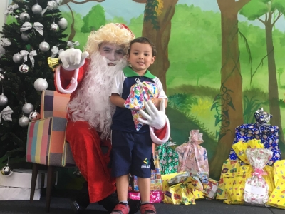 Colégio Brasilis recebe a visita do Papai Noel