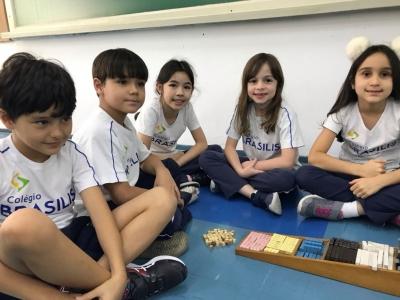 Aprendizagem matemática com material cuisenaire