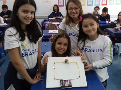 Experimento prático simula circuitos elétricos