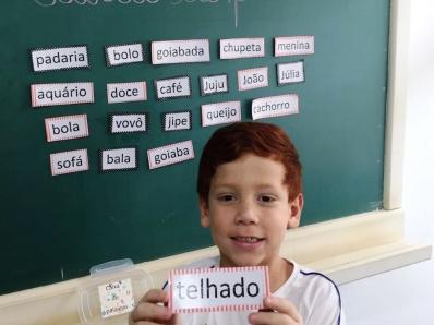 Crianças realizam formação de frases orais