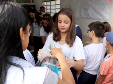 Colégio Brasilis realiza doação de materiais escolares no Dia da Solidariedade
